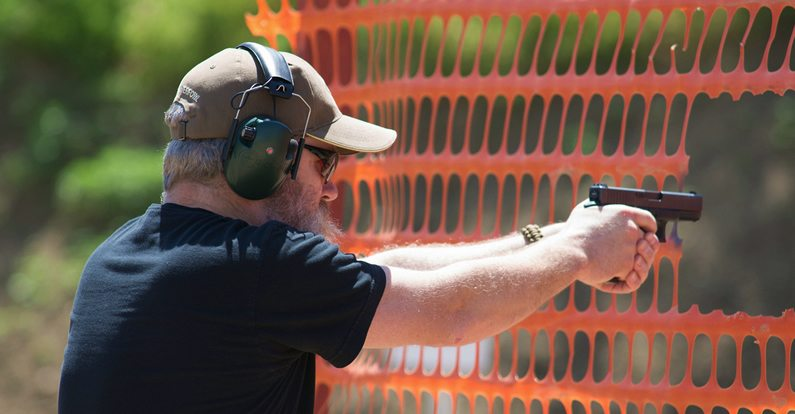Andy Rutledge shooting the Glock 19